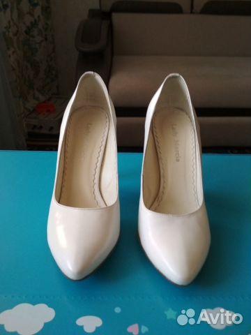 Туфли белые на каблуке лодочки