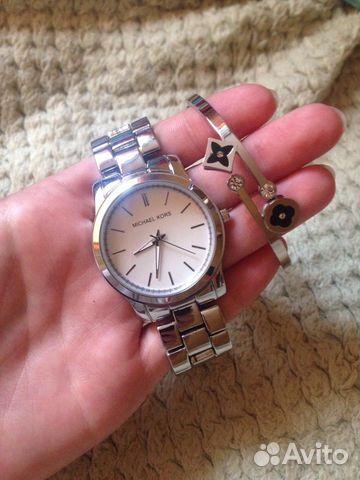 Кварцевые наручные часыматериал корпуса: большинство интересных моделей сомнительны и заинтересуют только тех, кто любит экзотику и готов за нее немного переплатить.
