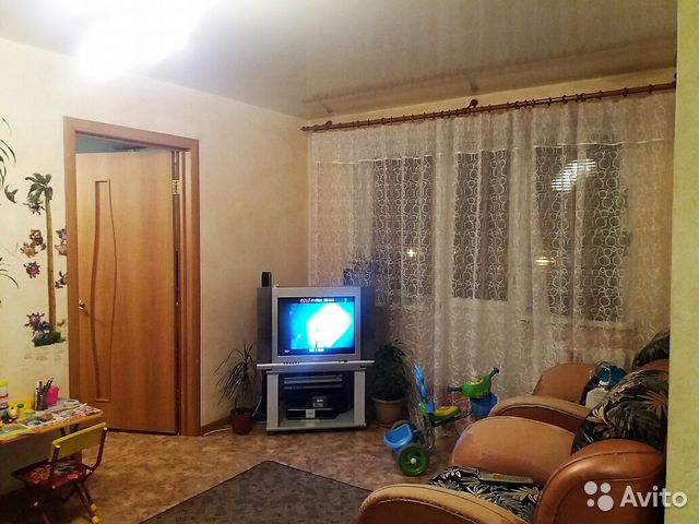 Продается двухкомнатная квартира за 2 400 000 рублей. Красноярск, проспект Металлургов, 11.