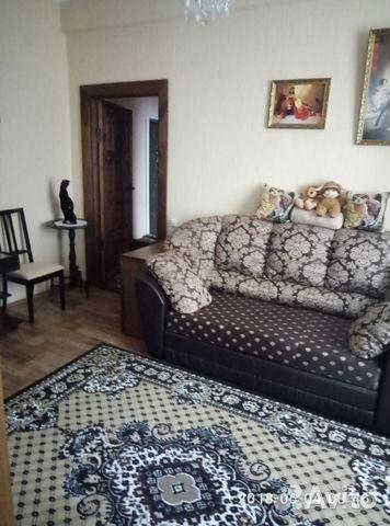 Продается трехкомнатная квартира за 2 400 000 рублей. Луга, Ленинградская область, проспект Кирова, 28.