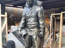Памятник. Скульптура Солдат